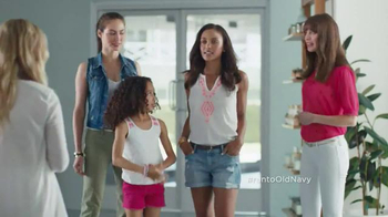 Old Navy Crops & Shorts TV Spot Featuring Amy Poehler - Thumbnail 2