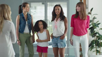 Old Navy Crops & Shorts TV Spot Featuring Amy Poehler - Thumbnail 4
