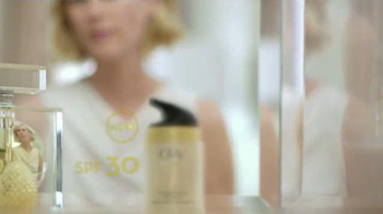 Olay Total Effects TV Spot Featuring Hillary Fogelson - Thumbnail 4