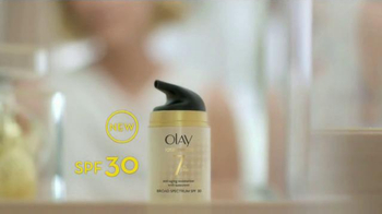 Olay Total Effects TV Spot Featuring Hillary Fogelson - Thumbnail 5