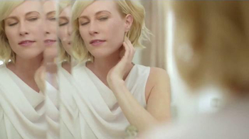 Olay Total Effects TV Spot Featuring Hillary Fogelson - Thumbnail 6