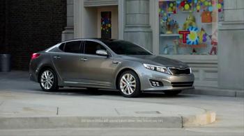 2014 Kia Optima UVO Parking Minder TV Spot Ft. Blake Griffin, Jack McBrayer - Thumbnail 4