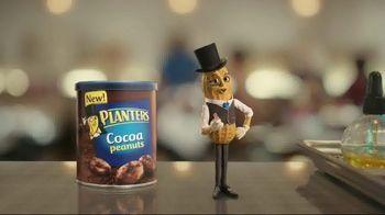 Planters Cocoa Peanuts TV Spot, 'Salon' - Thumbnail 2