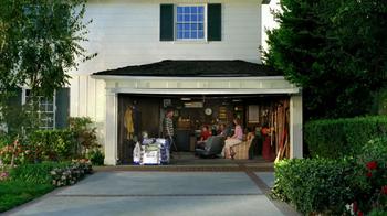 Scotts Turf Builder Grass Seed TV Spot, 'Neighbor Gathering: Chalkboard' - Thumbnail 1
