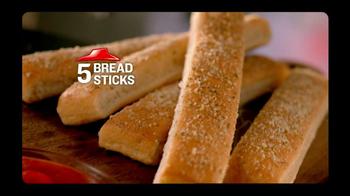 Pizza Hut Big Dinner Box TV Spot, 'Aaron Rogers Look-Alike' - Thumbnail 9
