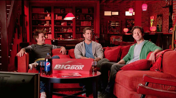 Pizza Hut Big Dinner Box TV Spot, 'Man Cave' Featuring Aaron Rodgers - Thumbnail 3