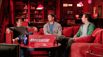 Pizza Hut Big Dinner Box TV Spot, 'Man Cave' Featuring Aaron Rodgers - Thumbnail 4