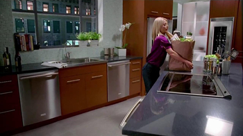 Electrolux TV Spot, 'Dinner Party' Featuring Kelly Ripa - Thumbnail 3