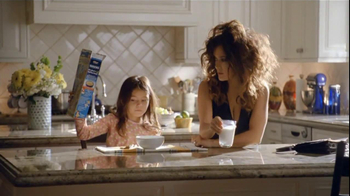America's Milk Processors TV Spot For Milk Run Featuring Salma Hayek - Thumbnail 10