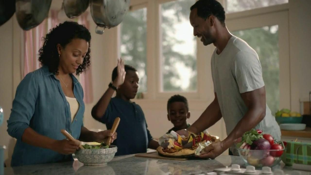 Wells Fargo TV Commercial for Family Dinner