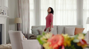 Glade Expressions Oil Diffuser TV Spot, 'RoomiAir' - Thumbnail 1
