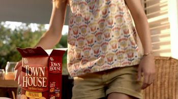 Town House Crackers TV Spot, 'Gatherings'