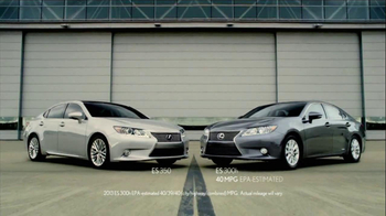 2013 Lexus ES 350 and ES 300h TV Spot, 'Split World' - Thumbnail 10