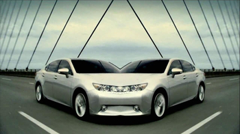 2013 Lexus ES 350 and ES 300h TV Spot, 'Split World' - Thumbnail 8