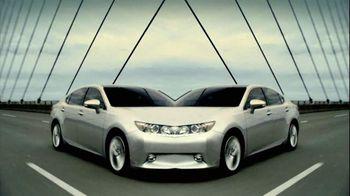 2013 Lexus ES 350 and ES 300h TV Spot, 'Split World' - 1267 commercial airings