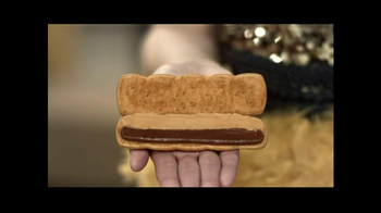 Honey Maid Grahamfuls Peanut Butter & Chocolate TV Spot, 'Dresses' - Thumbnail 7