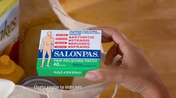 Salonpas Pain Relieving Patch TV Spot, 'Más Por Menos' [Spanish] - Thumbnail 4