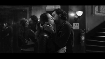 Gap TV Spot, 'Dress Normal: Kiss' - Thumbnail 4