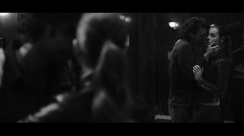 Gap TV Spot, 'Dress Normal: Kiss' - Thumbnail 5