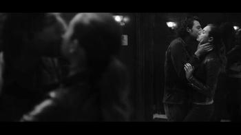 Gap TV Spot, 'Dress Normal: Kiss' - Thumbnail 6