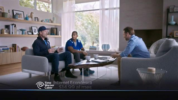 Time Warner Cable Internet Económica TV Spot Con Victor Cruz [Spanish] - Thumbnail 7