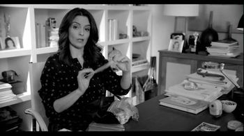American Express EveryDay Card TV Spot, 'What's Inside Tina Fey's Purse' - Thumbnail 4