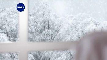 Nivea Extended Moisture TV Spot, 'Heal Your Skin All Winter'