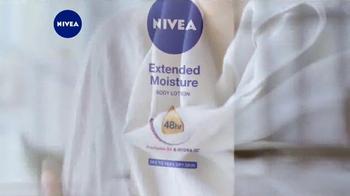 Nivea Extended Moisture TV Spot, 'Heal Your Skin All Winter' - Thumbnail 3