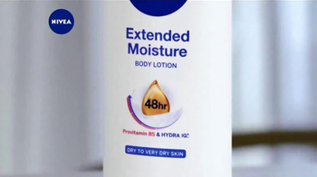 Nivea Extended Moisture TV Spot, 'Heal Your Skin All Winter' - Thumbnail 4