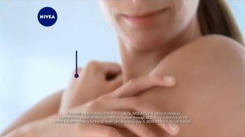 Nivea Extended Moisture TV Spot, 'Heal Your Skin All Winter' - Thumbnail 6