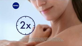 Nivea Extended Moisture TV Spot, 'Heal Your Skin All Winter' - Thumbnail 7