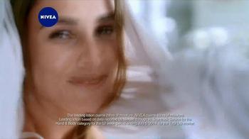 Nivea Extended Moisture TV Spot, 'Heal Your Skin All Winter' - Thumbnail 9