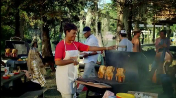 Popeyes Beer Can Chicken TV Spot, 'Barbecue Party' - Thumbnail 3