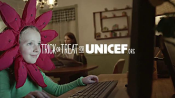 UNICEF/TAP Project TV Spot, 'Trick-or-Treat for UNICEF: Even Sweeter' - Thumbnail 6