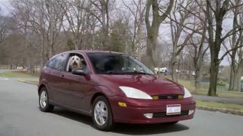 Febreze Car Vent Clips TV Spot, 'Driving Dog Odors' [Spanish] - Thumbnail 4