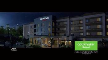 Courtyard Marriott TV Spot, 'Snow Trip' - Thumbnail 9
