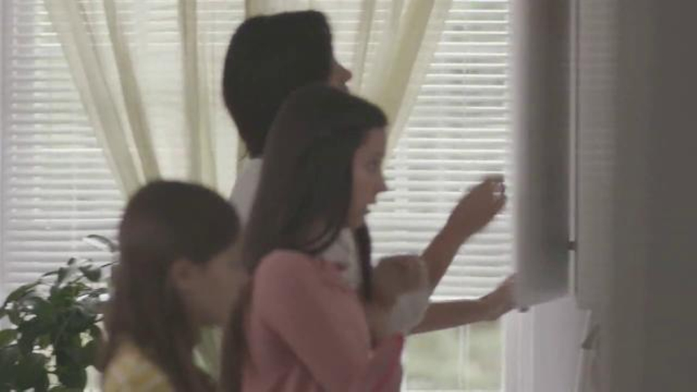 Tylenol Cold & Flu Severe TV Commercial, 'Carry On'