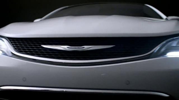 2015 Chrysler 200 TV Spot, 'Miggy at the Bat ' Featuring Miguel Cabrera - Thumbnail 7