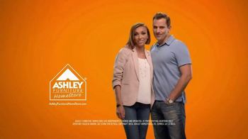 Ashley Furniture Columbus Day Fall Back Inside Event TV Spot, 'Old Yellow' - Thumbnail 10