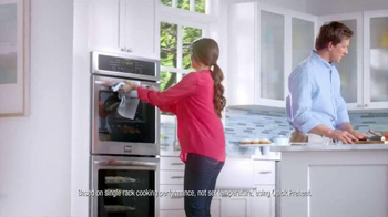 Frigidaire Double Wall Oven TV Spot, 'Matthew's Super-Mom' - Thumbnail 6