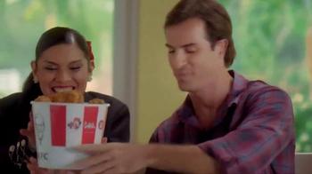 KFC Favorites Bucket TV Spot [Spanish] - Thumbnail 3