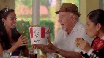KFC Favorites Bucket TV Spot [Spanish] - Thumbnail 4