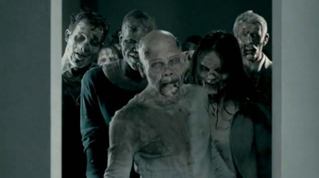 Universal Studios Hollywood Halloween Horror Nights TV Spot, 'Walking Dead' - Thumbnail 2