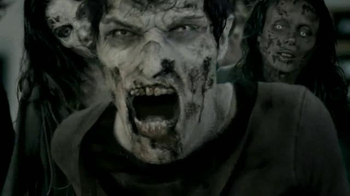 Universal Studios Hollywood Halloween Horror Nights TV Spot, 'Walking Dead' - Thumbnail 6