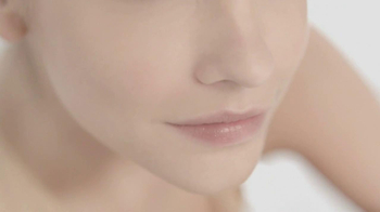 L'Oreal Magic Nude TV Spot Featuring Barbara Palvin - Thumbnail 6