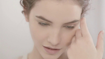 L'Oreal Magic Nude TV Spot Featuring Barbara Palvin - Thumbnail 9