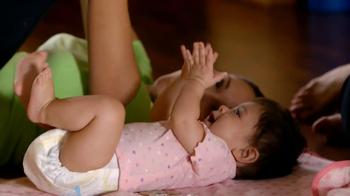 Huggies Snug & Dry TV Spot 'Baby Yoga' - Thumbnail 3
