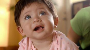 Huggies Snug & Dry TV Spot 'Baby Yoga' - Thumbnail 5