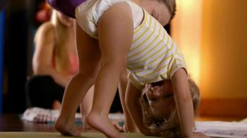 Huggies Snug & Dry TV Spot 'Baby Yoga' - Thumbnail 6