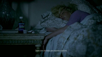 Vicks ZzzQuil TV Spot Con Katherine Heigl [Spanish] - Thumbnail 1
